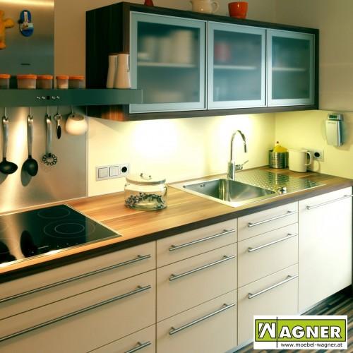 Küche Dekor weiß und Zwetschke